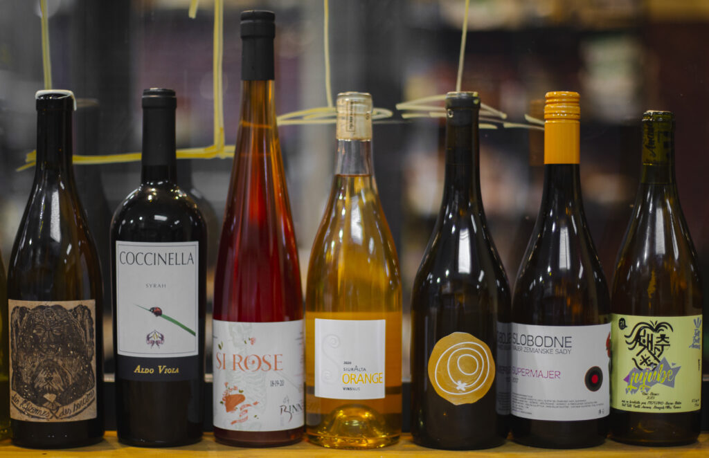 Carta de vinos naturales de Garage Bar en Madrid. Natural wines menu